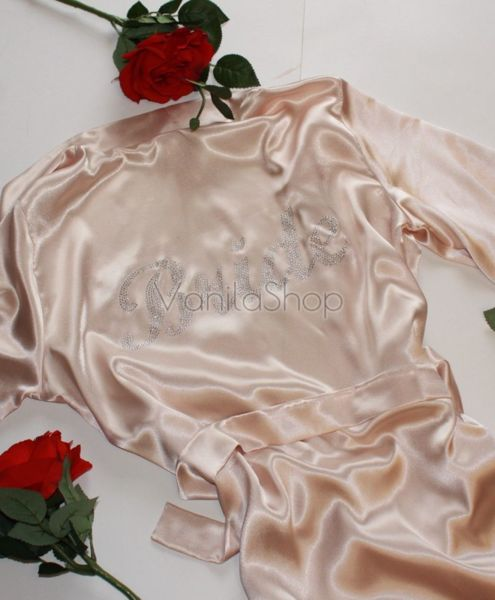 Сатенен халат за булки с надпис от камъни в крем цвят