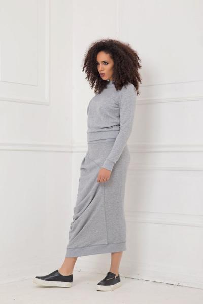 Σετ από πουλόβερ και φούστα μέχρι το γόνατο από άνετο ύφασμα: /AKILA/ & /CHIHIRA/