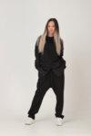 Μαύρη βαμβακερή επιμήκης αθλητική μπλούζα με κουκούλα με ασορτί βαμβακερά μανίκια