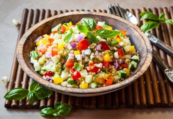 Витаминозна салата с киноа