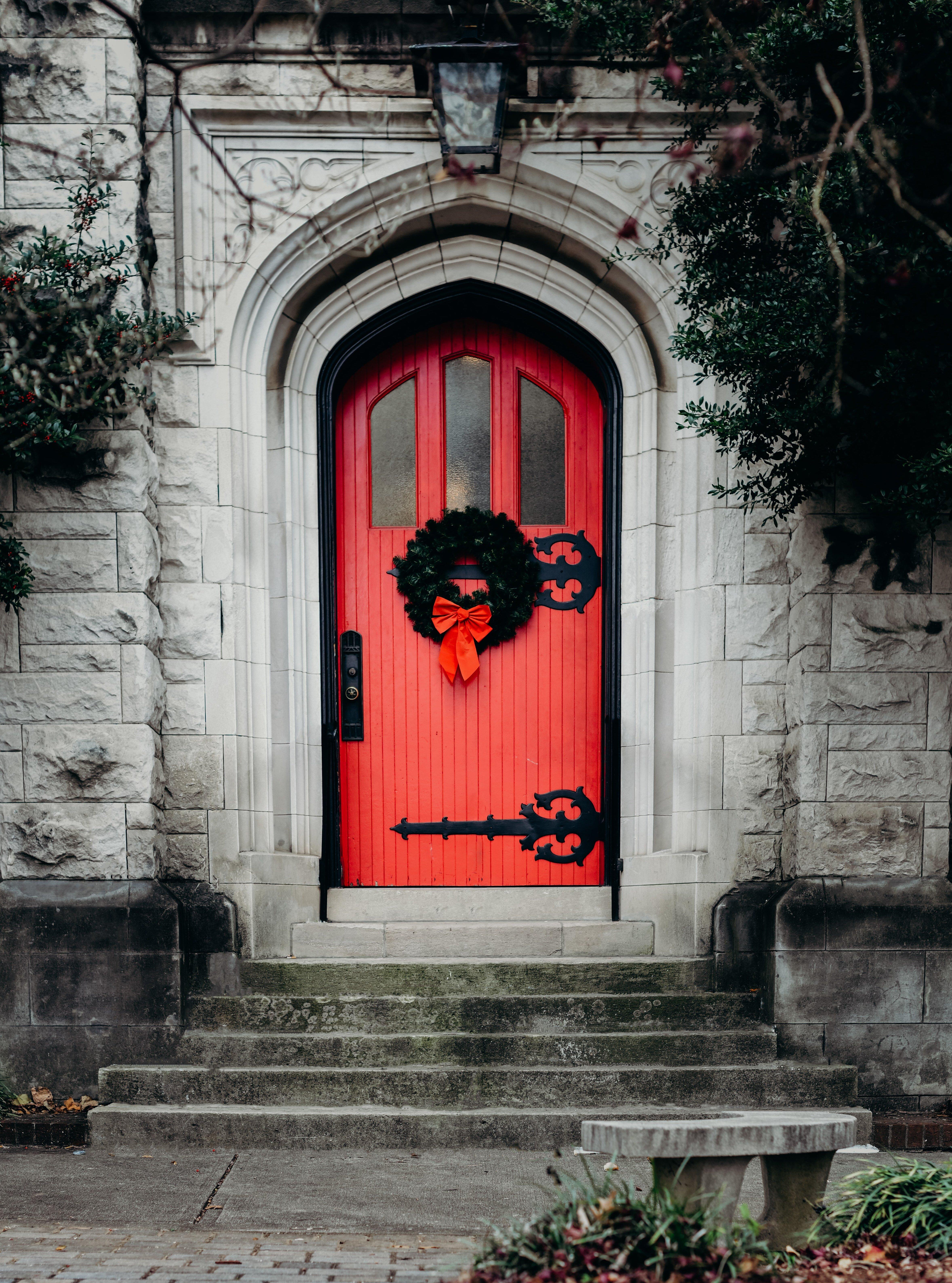 снимка на червена входна врата