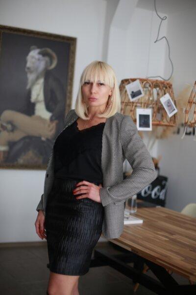 Къса дамска пола от изкуствена кожа PL110BL