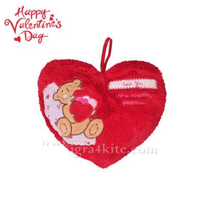 Плюшена възглавничка във формата на сърце 23062801