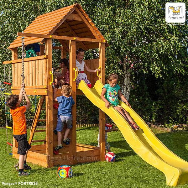 Fungoo - Дървена кула за игра с пързалка и стена за катерене Fortress 03160