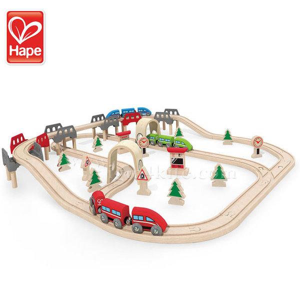 Hape - Дървен влак с издигащо се и спускащо се трасе H3701