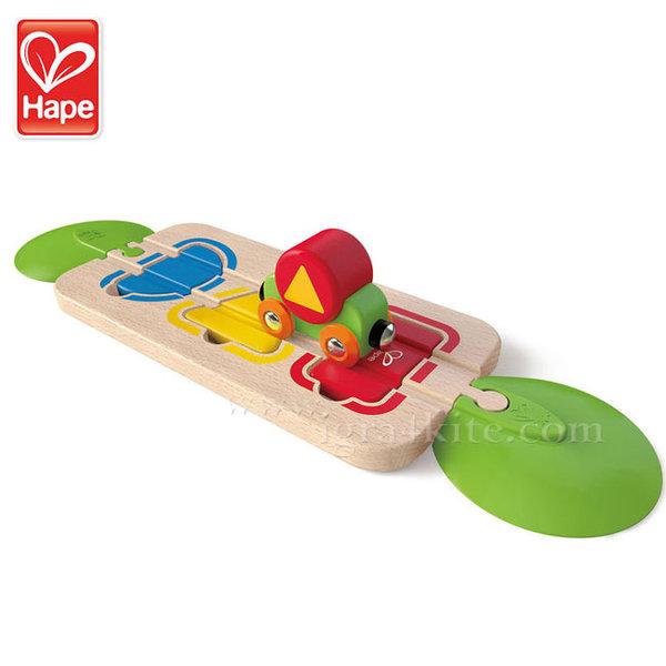 Hape - Дървено влакче с цветове и форми за подреждане H3810