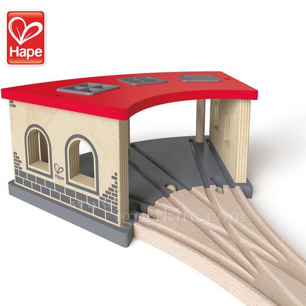 Hape - Дървено депо за влакове H3704
