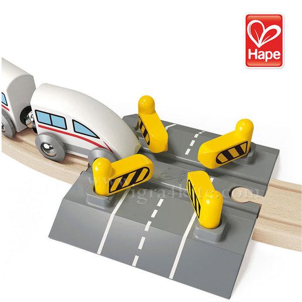 Hape - Дървен автоматичен жп прелез H3705