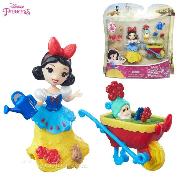 Disney Princess - Снежанка в градината мини кукла b5334