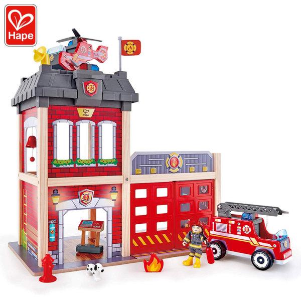 Hape Дървена пожарна станция със звукови ефекти H3023