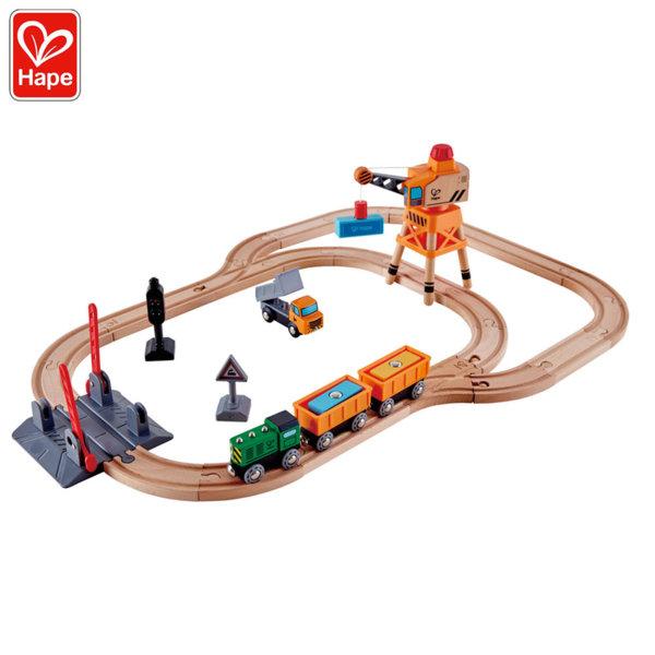 Hape Детски дървен товарен влак с кран и камиоче H3732