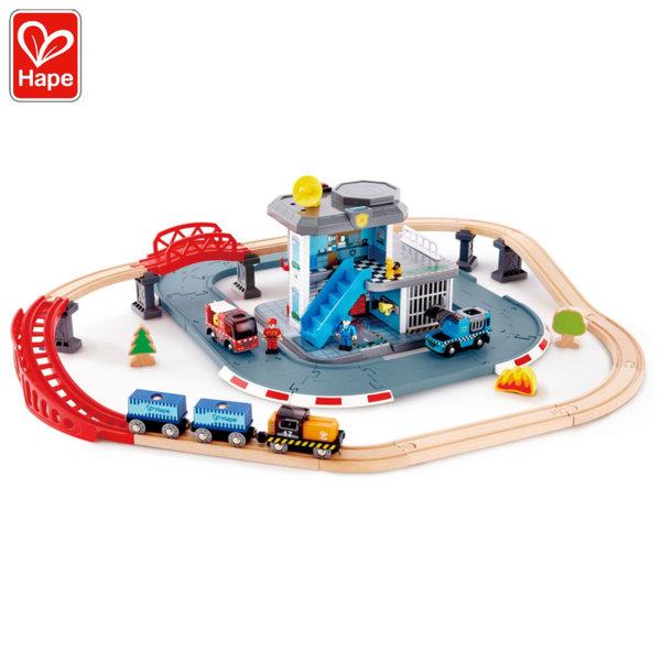 Hape Писта с влаково трасе и пожарен център и полиция 2в1 H3736
