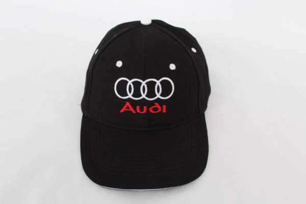 Шапка с козирка с бродирано лого AUDI