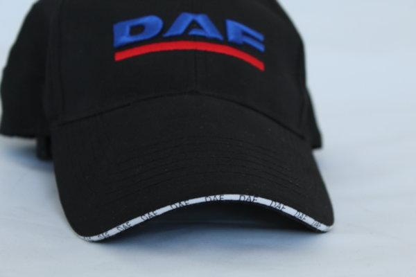 Шапка с козирка с бродирано лого DAF
