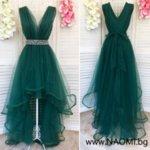 Луксозна рокля с асиметрична дължина в зелен цвят