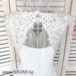 Официална дълга рокля в бял цвят с дантела