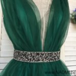 Официална коктейлна рокля изработена от тюл в зелен цвят с коланче