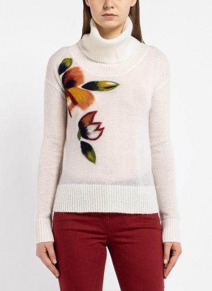 Бял пуловер с флорапна бродерия