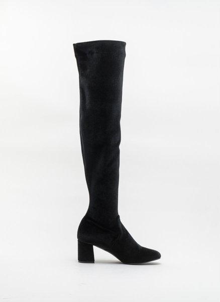 Черни чизми от кадифе