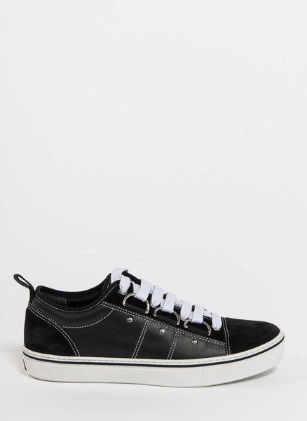 Спортни обувки с контрастна подметка