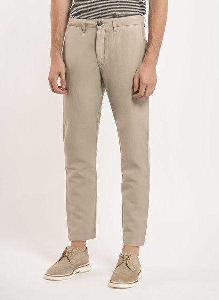 Chino панталон от лен