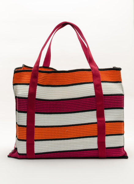 Цветна чанта от плетиво