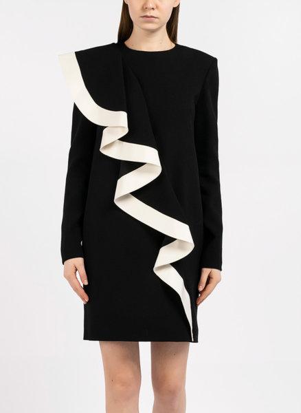 Къса рокля с асиметричен волан