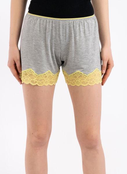 Къси панталони с дантела