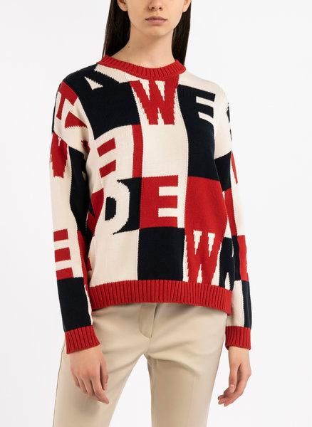 Пуловер с контрастни елементи