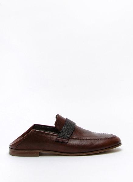 Обувки с монили