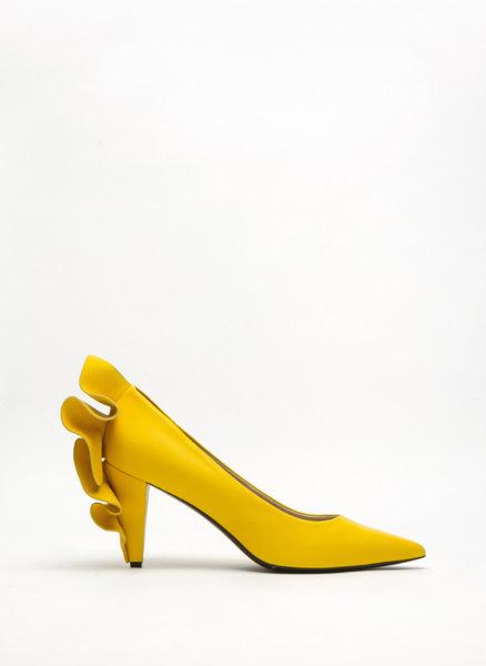 Обувки с волани