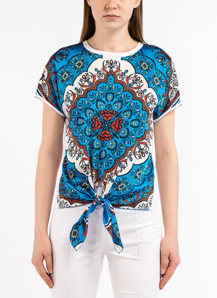 Блуза с детайл