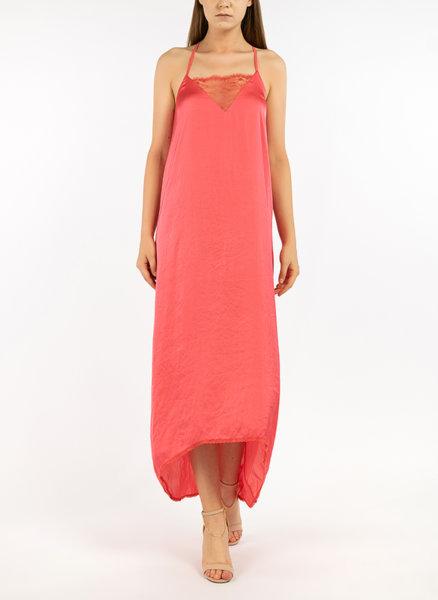 Асиметрична рокля с дантела