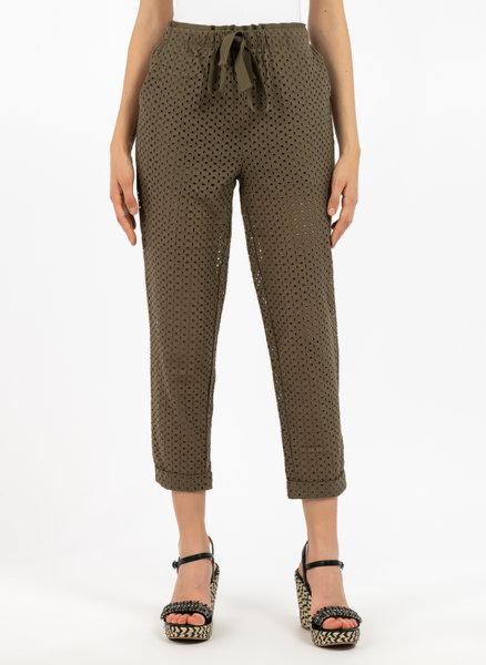 Панталон с бродерия
