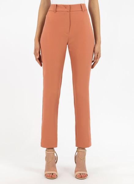 Панталон с вталена кройка