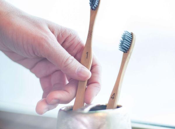 5 основни предимства от използването на бамбукова четка за зъби