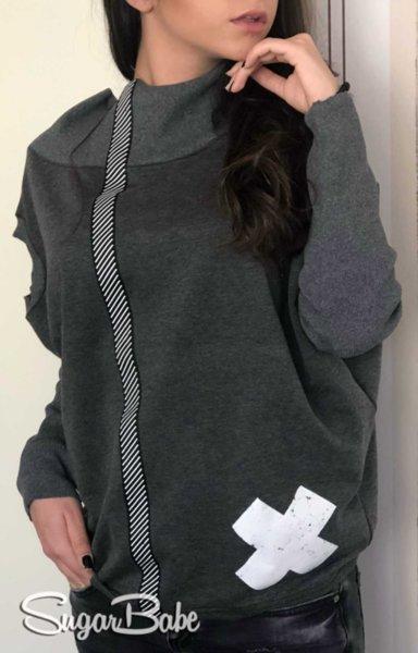 Модерна спортна блуза с нестандартно деколте