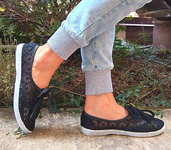 Дамски ежедневни обувки - дантела в черно