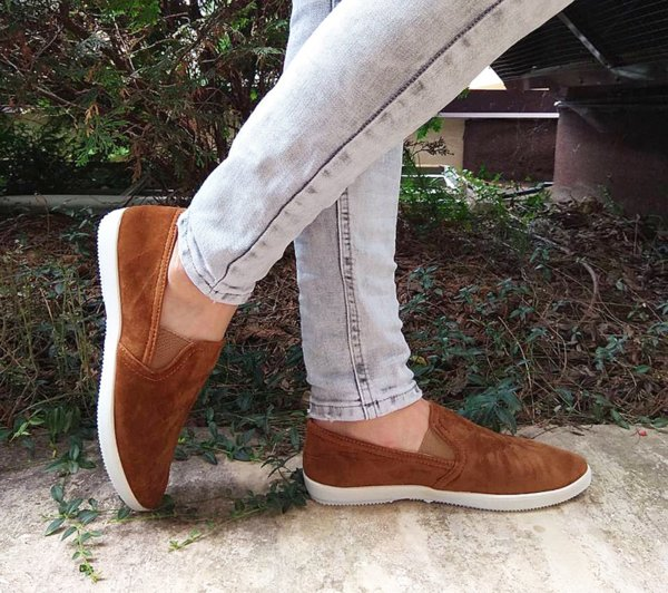 Дамски стилни обувки от велур в кафяво
