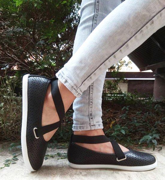 Дамски ежедневни обувки с ластик в черно