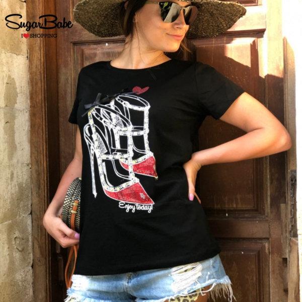 Дамска тениска с щампа и декоративни камъчета