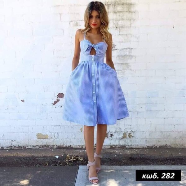 Кокетна дамска рокля в синьо райе