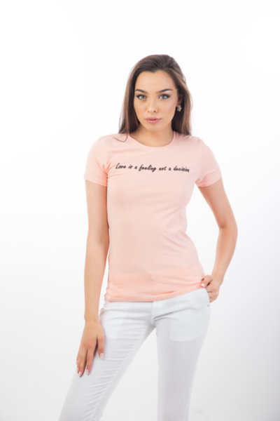Дамска тениска LOVE IS A FEELING
