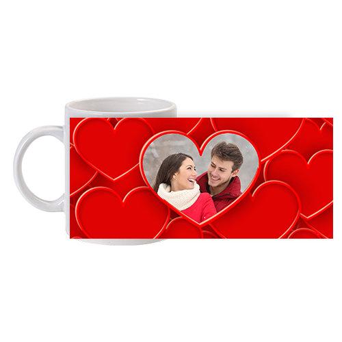 Чаша за влюбени със сърца