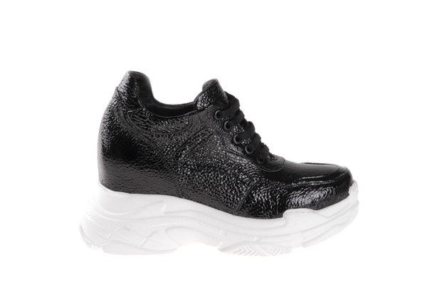 Дамски спортни обувки Aquamarine от естествен лак в черно