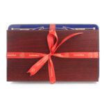 Подаръчен Комплект- Аксесоари за Вино и Шоколадови Бонбони Leonidas