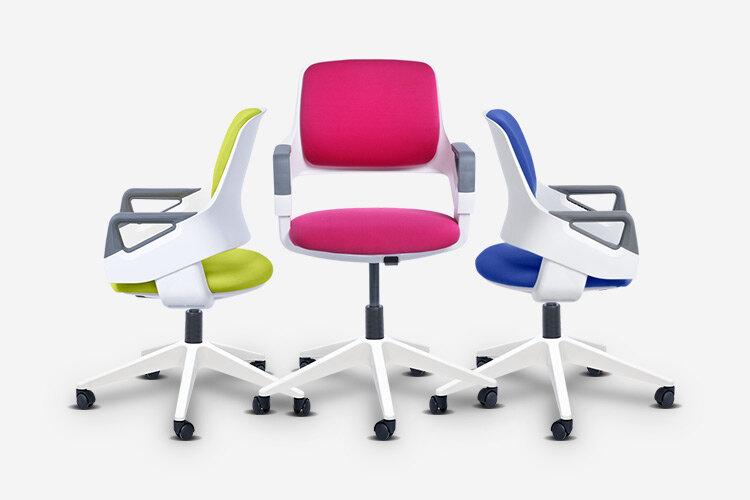 Детският стол CLEVER E се предлага в няколко различни цвята