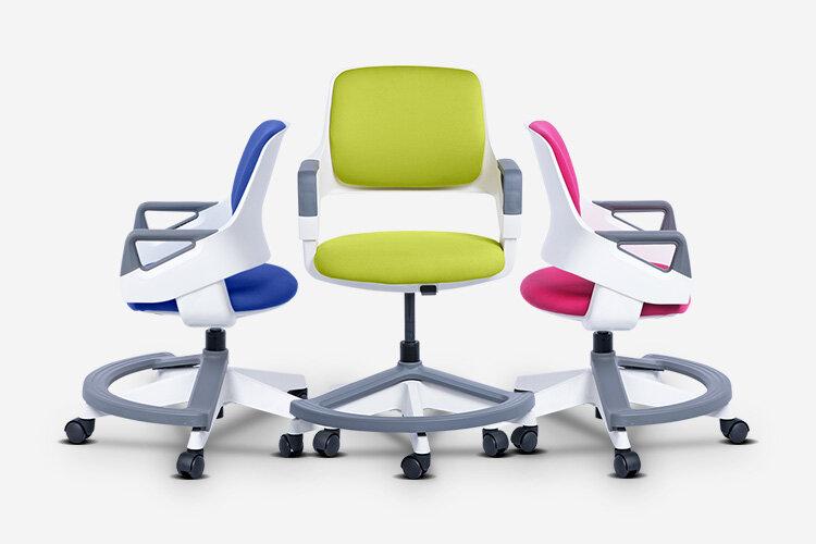 Детският стол CLEVER се предлага в няколко различни цвята