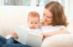 Защо децата трябва да четат книги: 10 ползи от четенето