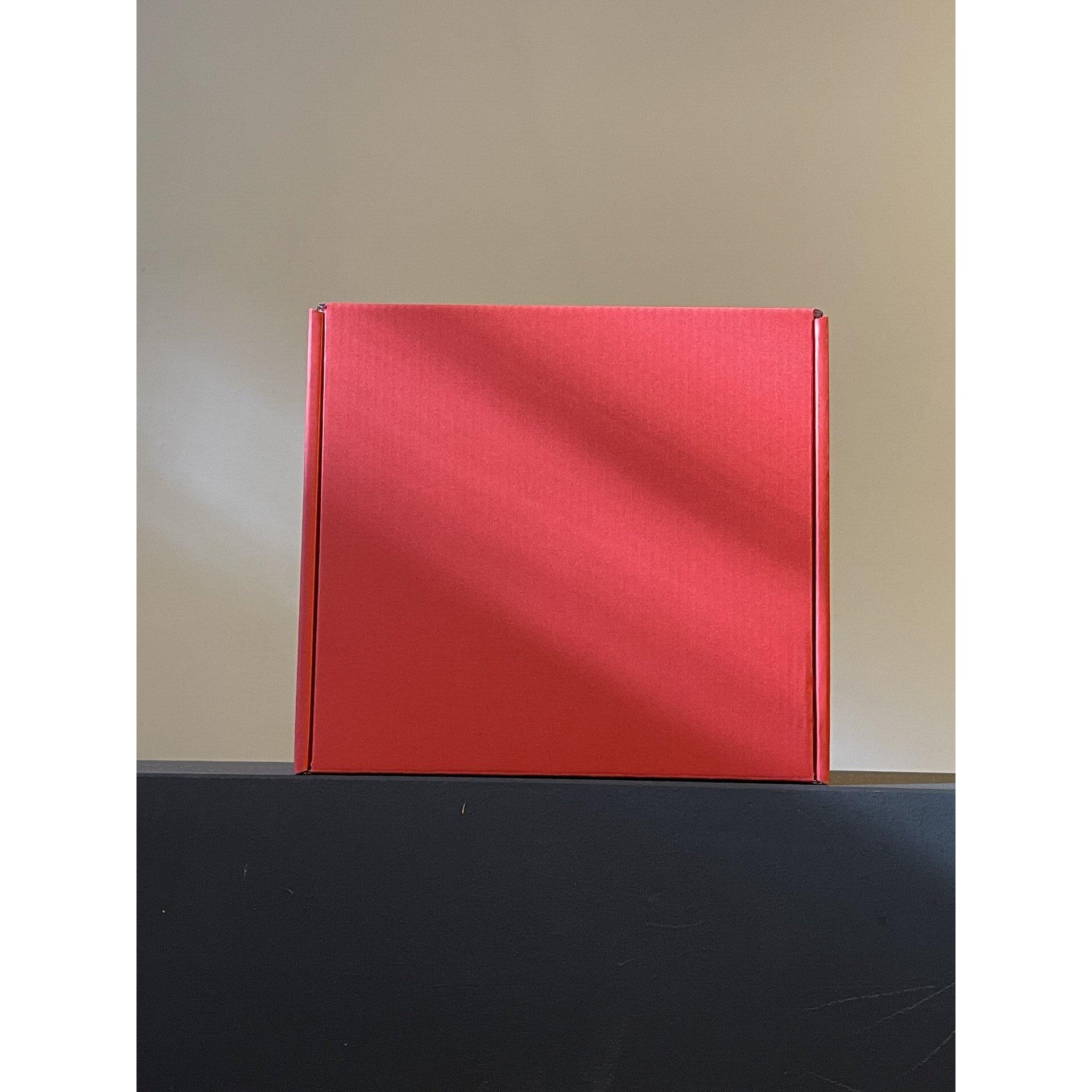 Червени кутии